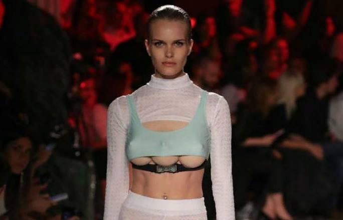 Модель с тремя грудями вышла на подиум в Милане