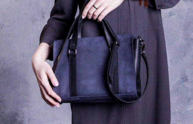 Синяя кожаная сумка? Это стильно!